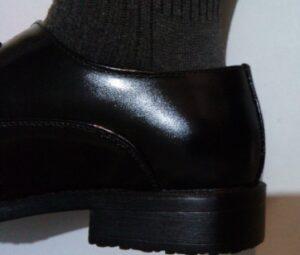 大きすぎた革靴 踵に隙間