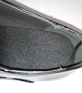 安い革靴の履き口